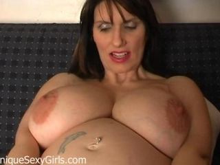 Milf amateur mother spreads her bizarre loose pussy
